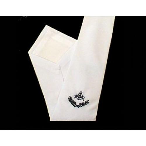 Gravata Branca com Bordado com nó